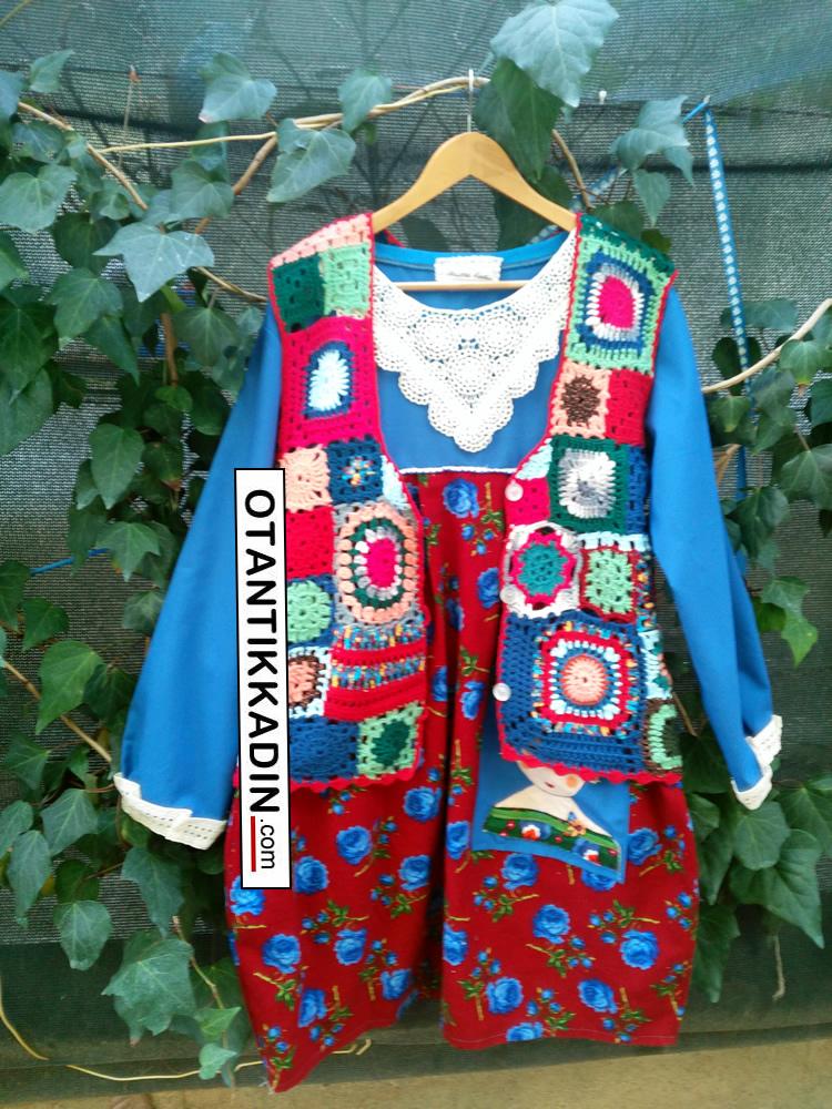 otantik-pazen-kirmizi-mavi-elbise-1